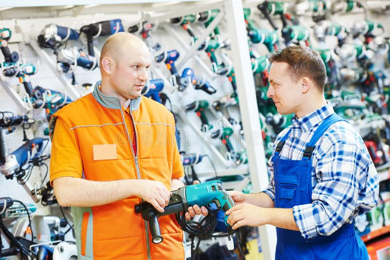 Hardwarer商店工作者或买家 免版税库存照片