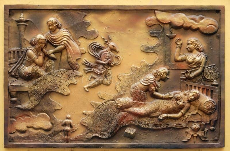 Hari-Naigamesin verwijdert het foetus uit Devanandas wom en brengt in het graf van koningin Trisala onder royalty-vrije stock foto