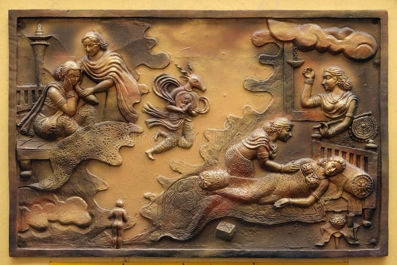 Hari-Naigamesin verwijdert het foetus uit Devanandas wom en brengt in het graf van koningin Trisala onder stock foto