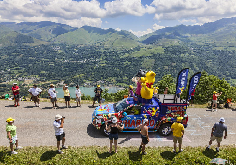 Haribo车在比利牛斯 免版税库存图片