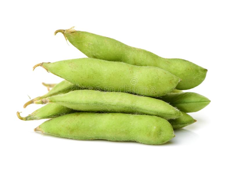 Haricot d'Edamame, soja dans la cosse bouillie ou cuite et servie à la vapeur avec du sel photographie stock libre de droits