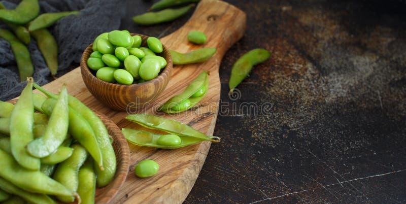 Haricots organiques verts d'Edamame photographie stock libre de droits