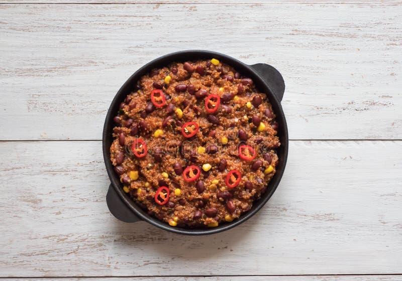 Haricots rouges de piment Piment rouge chaud dans la casserole images stock
