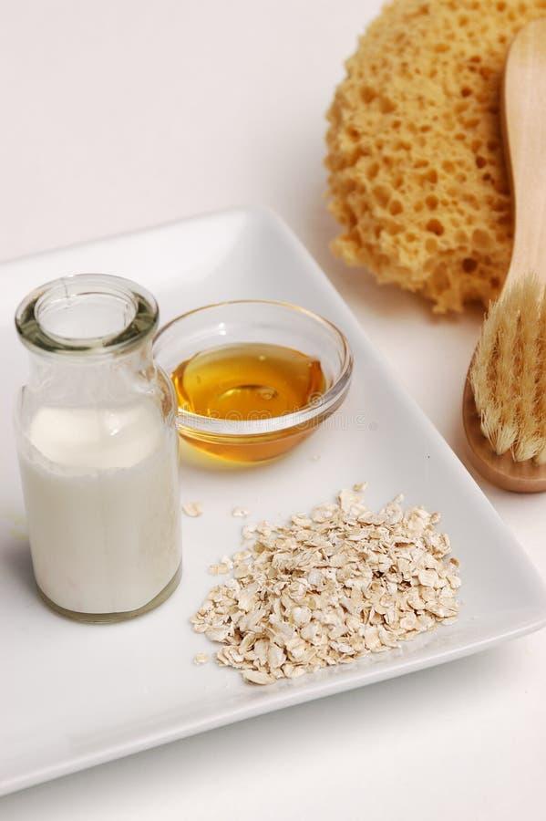 Harina de avena, leche y miel fotos de archivo libres de regalías