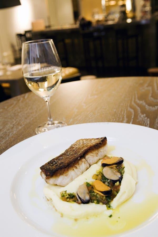 Harina de pescado en el restaurante de lujo 2 foto de archivo