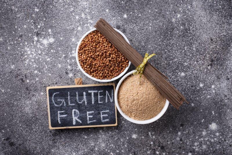 Harina del alforf?n del gluten y tallarines libres del soba imágenes de archivo libres de regalías