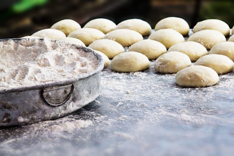 Harina y bollo de trigo imagen de archivo