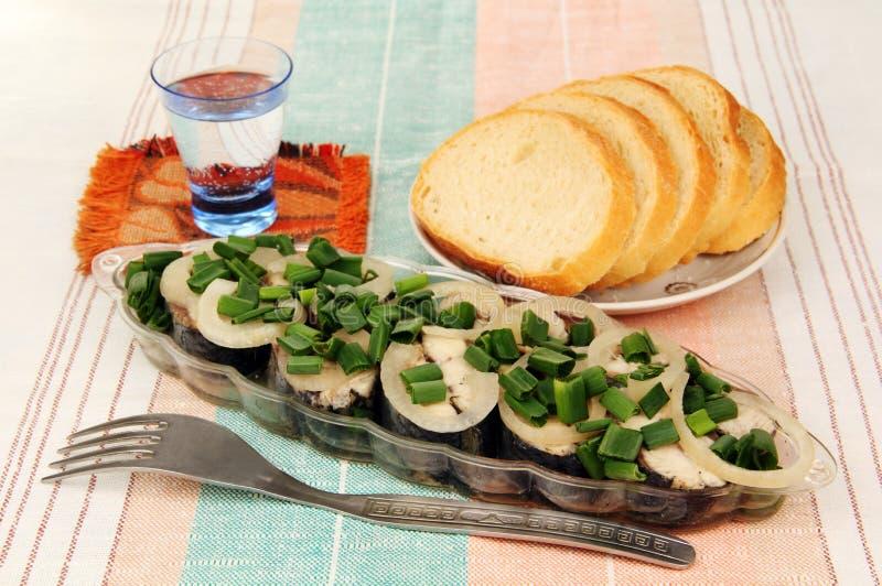 Haringen, brood en een glas. royalty-vrije stock foto's