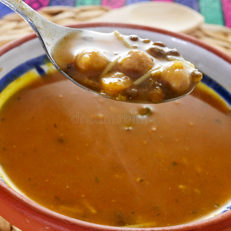 Harira, η παραδοσιακή σούπα Berber του Μαρόκου και της Αλγερίας στοκ φωτογραφία