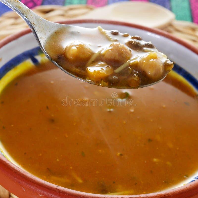 Harira, la soupe traditionnelle à Berber du Maroc et de l'Algérie photographie stock