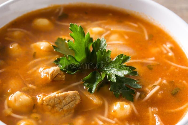 Harira-Suppe in der Sch?ssel Typische marokkanische Nahrung RamadÃ-¡ n Konzept stockbilder