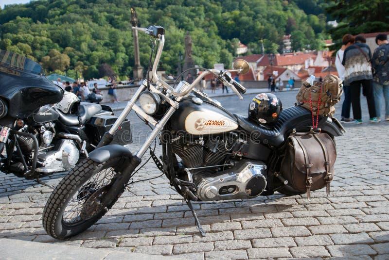 Harley Davidson à la vieille ville à Prague photo libre de droits
