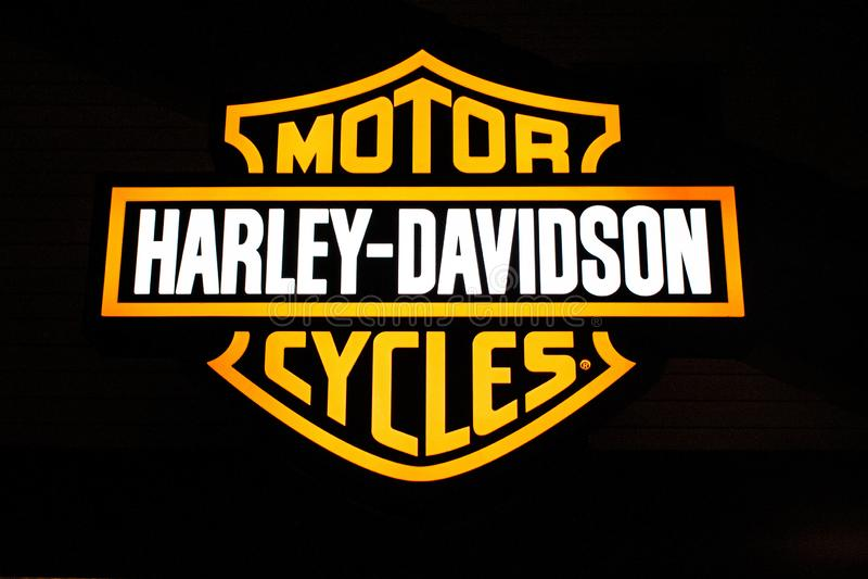 Harley Davidson-embleem in Disney-de Lentes bij het Uitzicht van Meerbuena stock fotografie
