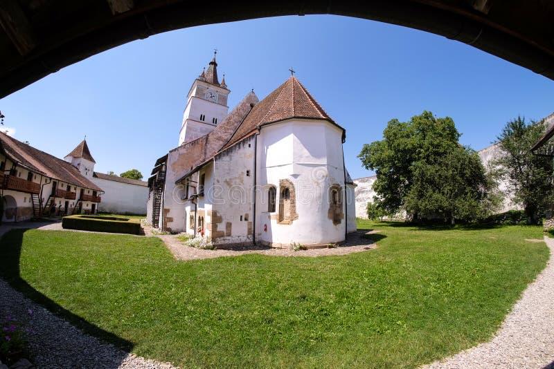 Harman Fortified Church na Transilvânia perto de Brasov, Romênia Fi fotos de stock