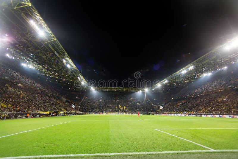 Harmonia de liga do Europa do UEFA entre o Borussia Dortmund contra o PAOK foto de stock