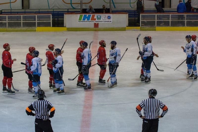 Harmonia internacional da liga de hóquei IHL entre HC Vojvoidna Novi Sad e HC Triglav Kranj imagens de stock royalty free