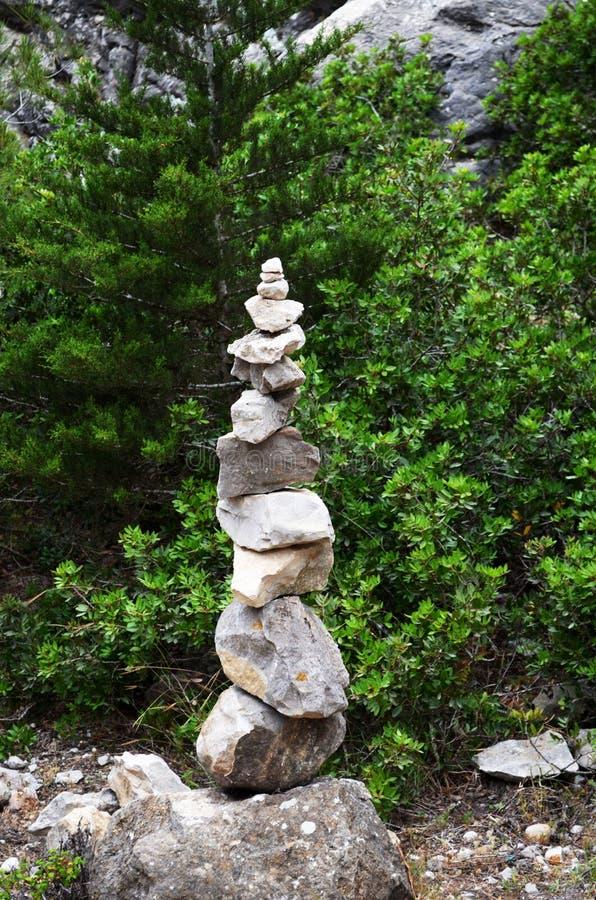 Harmonie des pierres Il calme un homme photo stock