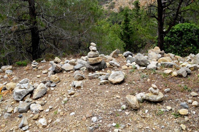 Harmonie von Steinen Er beruhigt einen Mann stockbilder