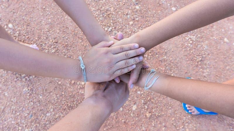 Harmonijna ręka drużynowa praca dla walczyć obraz stock