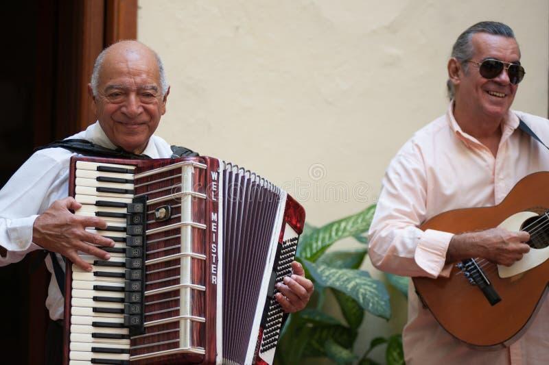 Harmonikaspeler in Havana Cuba royalty-vrije stock afbeeldingen