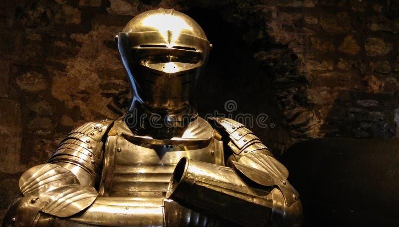 Harnesk av den medeltida krigaren, skyddsdräkt arkivbilder