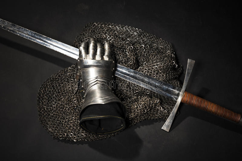 Harnesk och svärd royaltyfria foton