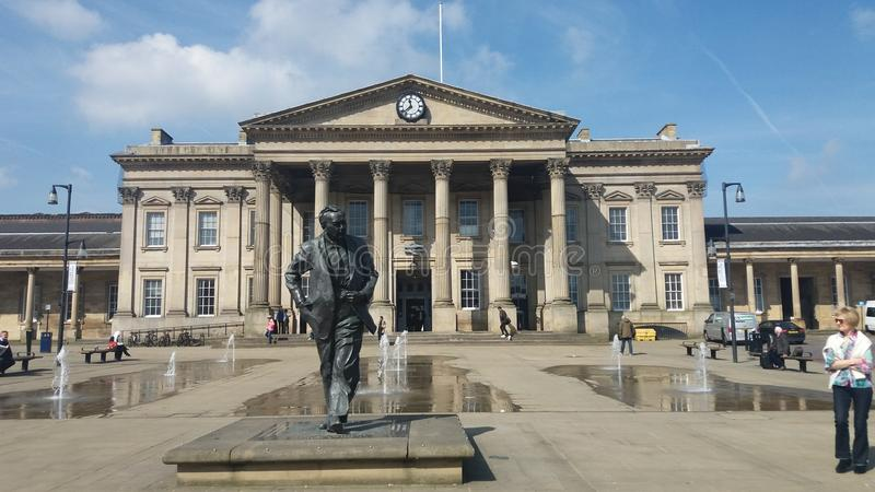 Harold Wilson Statue Huddesfield Railway Station stock photos
