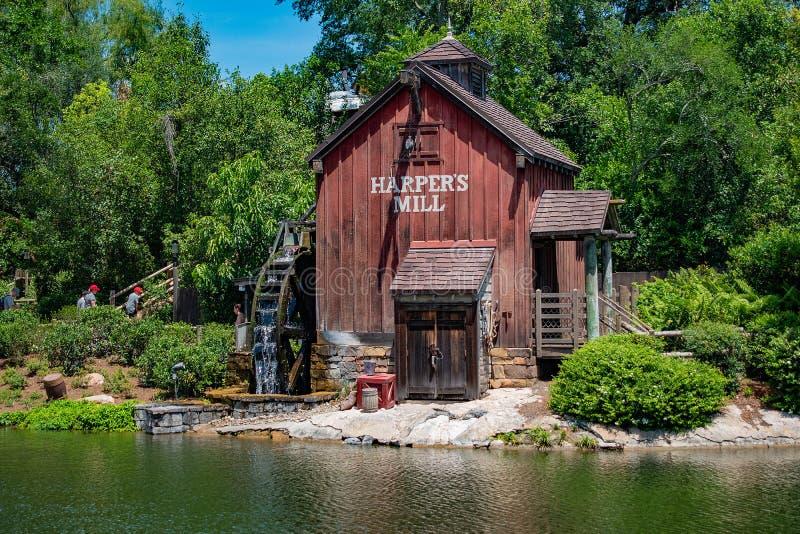 Harpers maler i Tom Sawyer land i magiskt kungarike på Walt Disney World 1 royaltyfri fotografi