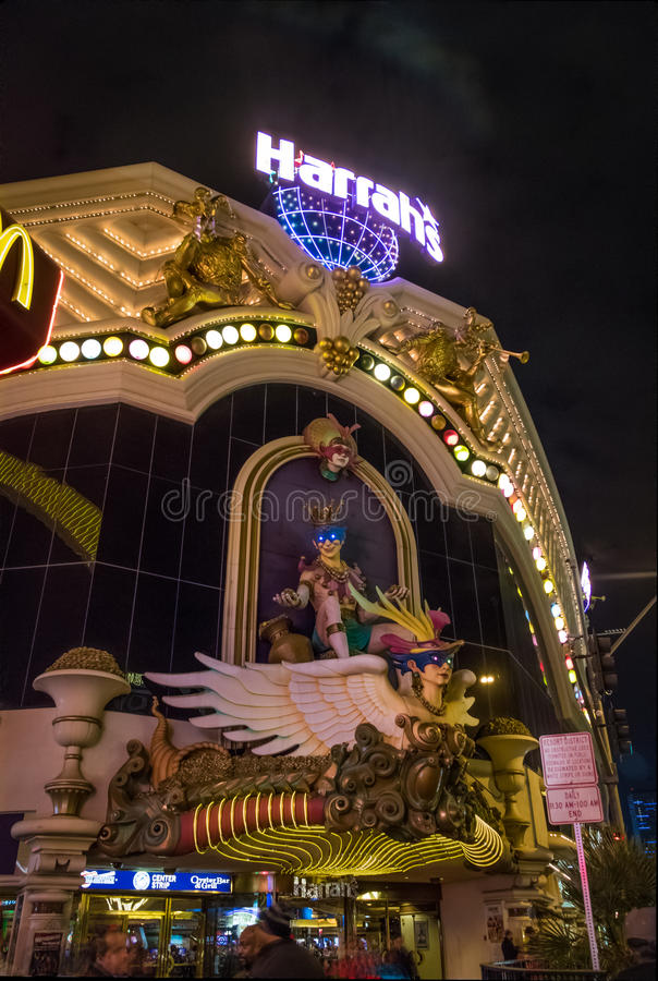 Harrahs hotell- och kasinofasad på natten - Las Vegas, Nevada, USA royaltyfri fotografi