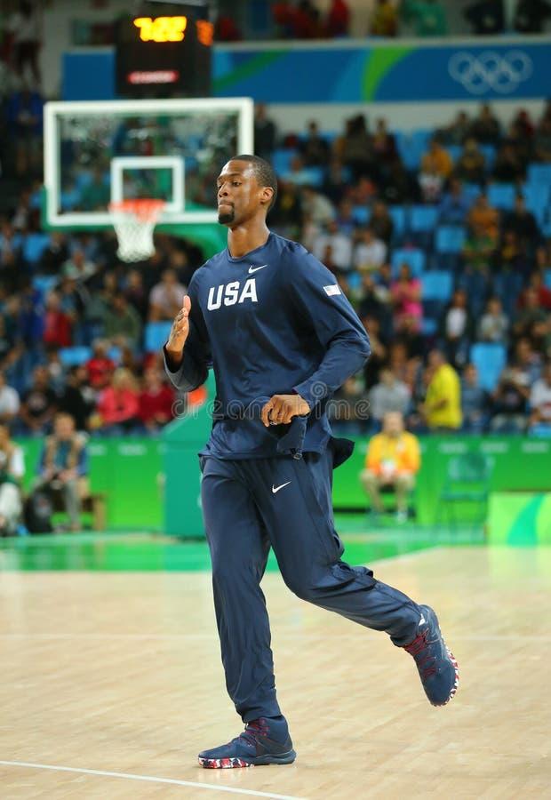 Harrison Barnes del gruppo Stati Uniti si scalda per la partita di pallacanestro del gruppo A fra il gruppo U.S.A. ed Australia d immagini stock libere da diritti