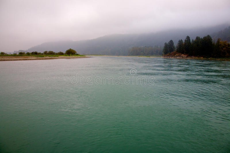 Harrison-Fluss im Britisch-Columbia stockbilder