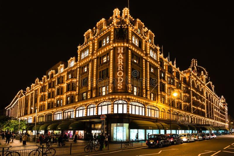 Harrods百货商店在伦敦在晚上 免版税库存图片