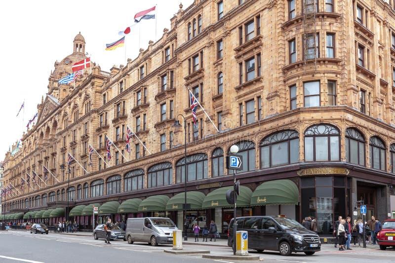 Harrods luksusowy wydziałowy sklep lokalizować na Brompton drodze w Knightsbr zdjęcie royalty free