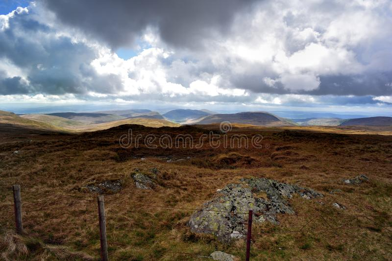 Harrop Pike encima a las montañas de Cumbrian fotos de archivo