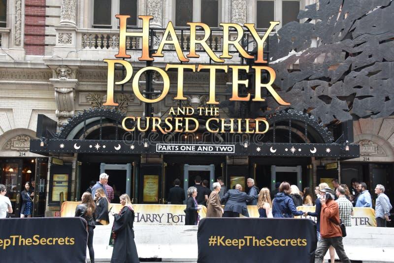Harry Potter e a crian?a maldita em Broadway em New York fotos de stock royalty free