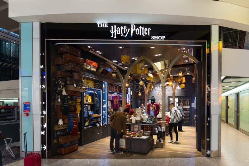 Harry Potter Store en el terminal de aeropuerto de Heathrow en Londres, U K imagen de archivo libre de regalías