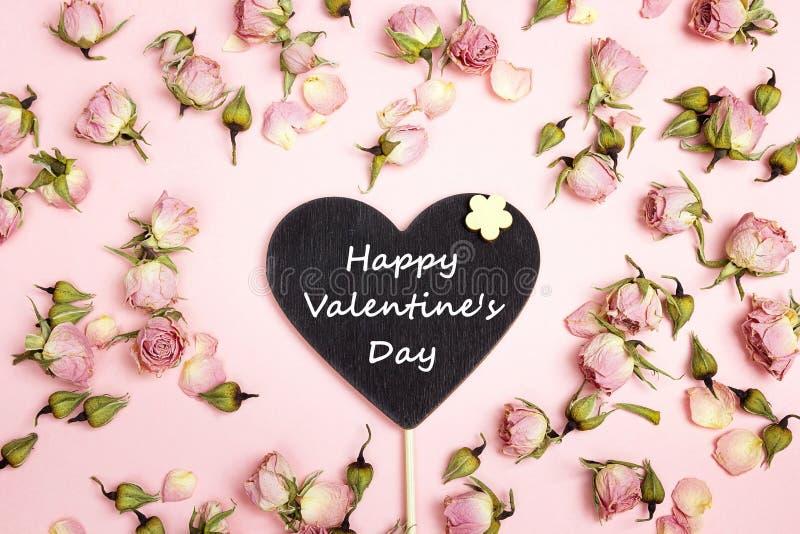 Hart-bord met gelukwens en kleine rozen royalty-vrije stock afbeeldingen