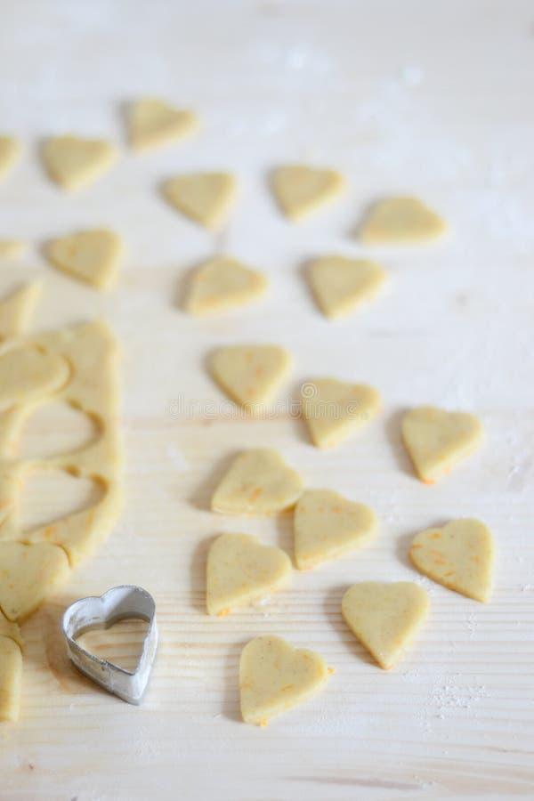 Hart gevormd koekjesdeeg stock afbeeldingen