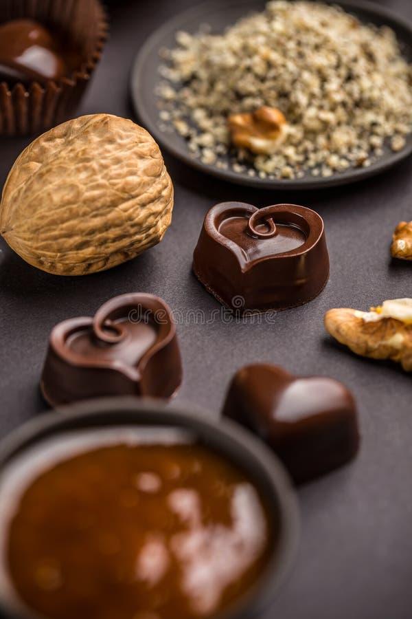Hart gevormde chocoladepraline stock afbeelding
