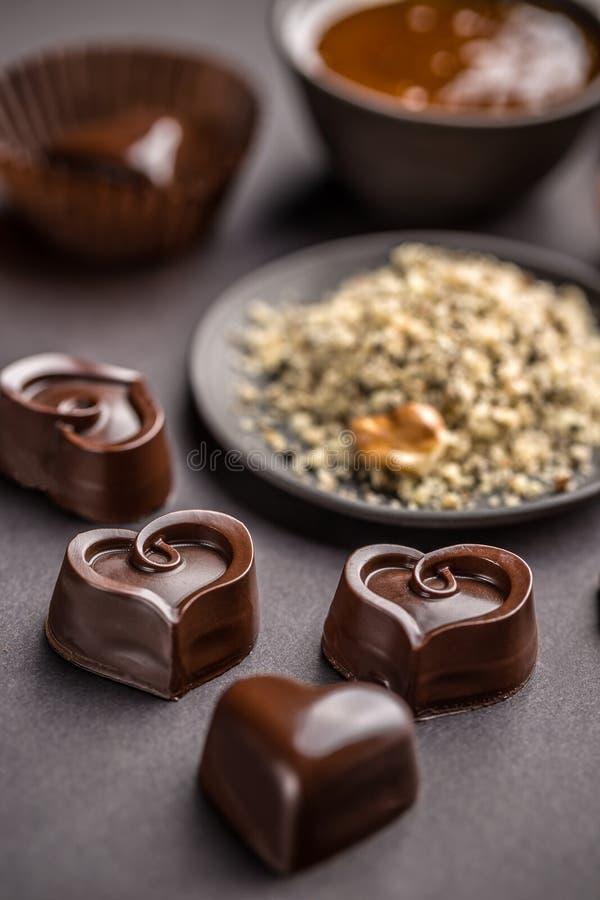 Hart gevormde chocoladesnoepjes stock fotografie