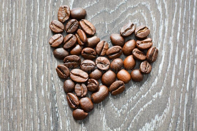 Hart gevormde koffiebonen stock fotografie