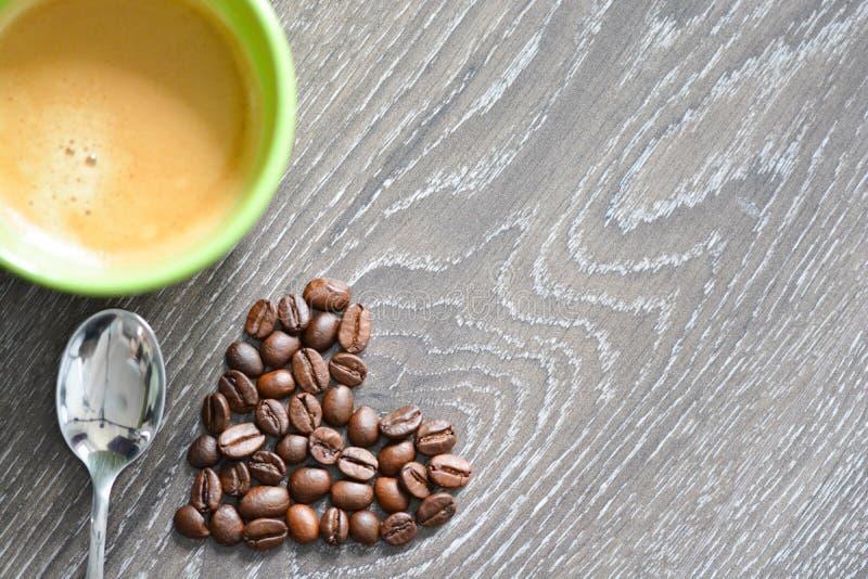 Hart gevormde koffiebonen royalty-vrije stock afbeelding
