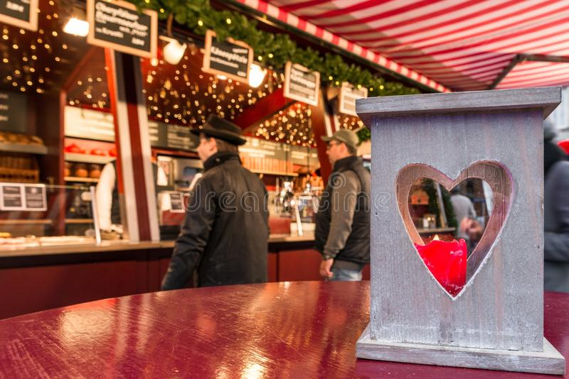 Hart gevormde lantaarn op Kerstmismarkt in Regensburg, Duitsland royalty-vrije stock foto