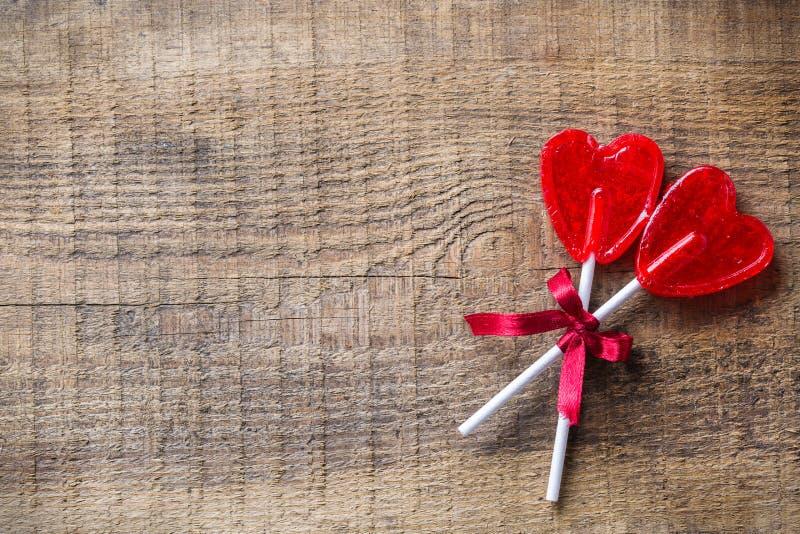 Hart gevormde suikergoedlolly voor valentijnskaartendag royalty-vrije stock afbeeldingen