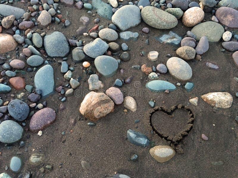 Hart in het zand royalty-vrije stock afbeeldingen