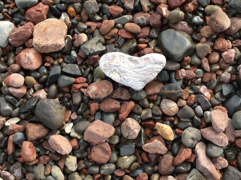 Hart onder rotsen royalty-vrije stock foto's
