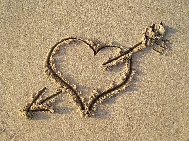 Hart op het strand stock afbeeldingen