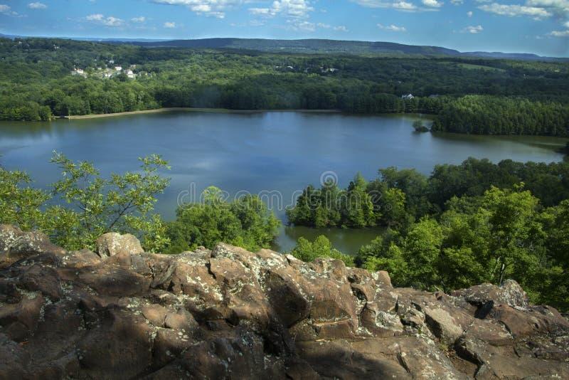 Hart Ponds unter Kante des zackigen Berges, Berlin, Connecticut stockfoto