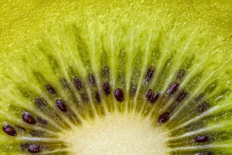 Hart van kiwifruit met zadenclose-up in een besnoeiing royalty-vrije stock afbeelding