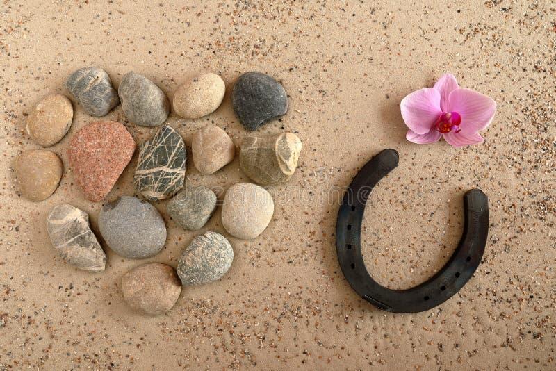 Hart van steen met hoef voor geluk royalty-vrije stock afbeelding